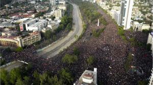 Un Millon Protestando en la Plaza Italia, Santiago, Chile, Nov 2019